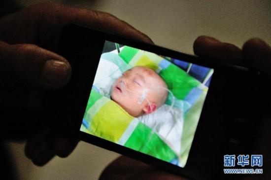 女童摔男婴视频_摔婴女孩移民新加坡?摔婴案回顾(组图)-搜狐滚动