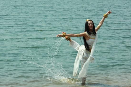 宣璐在水中跳舞