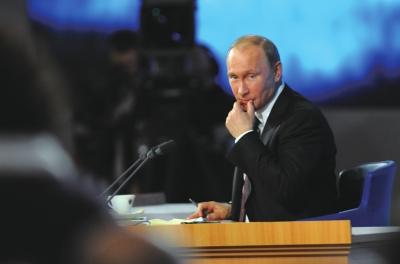 12月19日,俄罗斯总统普京在年终记者招待会上回答记者提问。新华社发