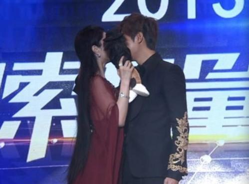 范冰冰借位吻李敏镐惹网友嫉妒。