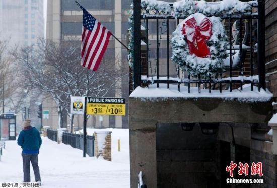 极端冬季风暴横扫美国致10死上万航班被延误