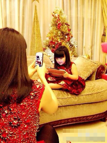 王诗龄 李湘/近日,天天生日会上的几位小萌娃吸引了众多网友的眼球,李湘...