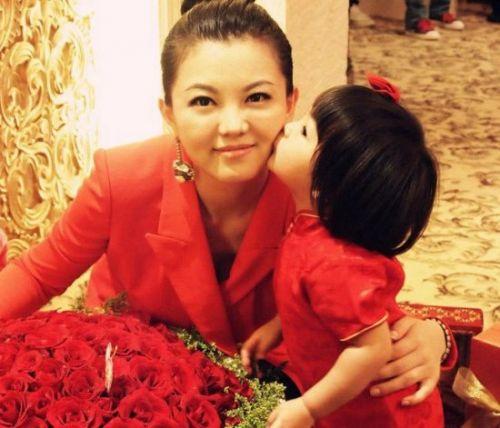 李湘/近日,天天生日会上的几位小萌娃吸引了众多网友的眼球,李湘...