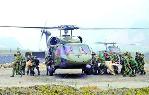 """昨天上午,军事爱好者在东北北部某机场拍到的""""直-20""""。"""