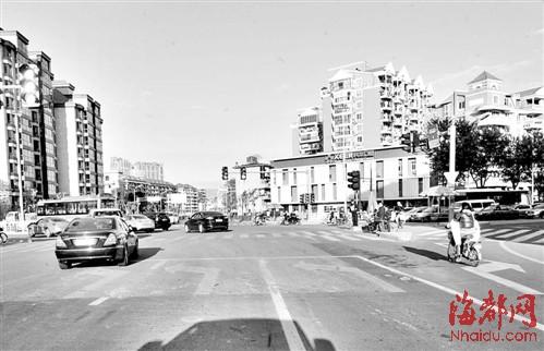 上浦路工业路十字路口三个左转车道,没有直行车道