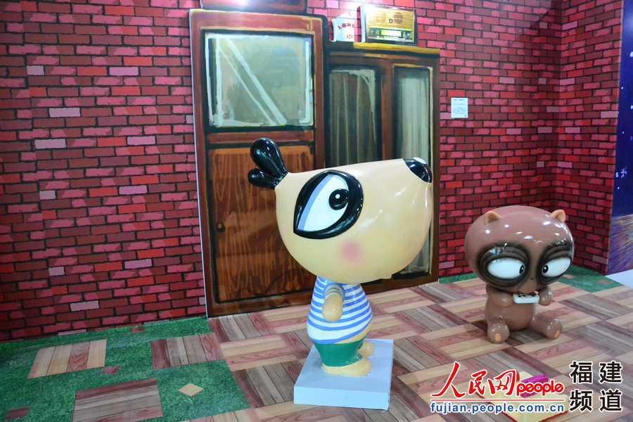 展览现场的卡通装置 .吴韬韬/摄图片
