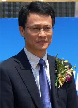 海尔集团公司董事长_门外汉掌门人引关注 2013家电企业高管变动盘点(组图)-搜狐滚动