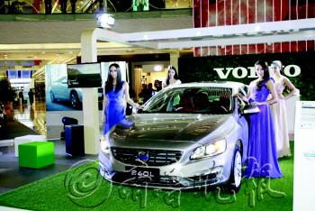 2013年12月20日,青岛CBD万达购物广场,沃尔沃S60L北区上市巡展首站拉开帷幕。