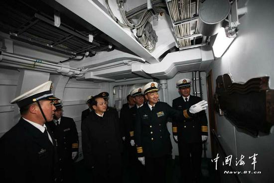 解放军新视频满载东海舰队入列各种新武器昂战舰图片