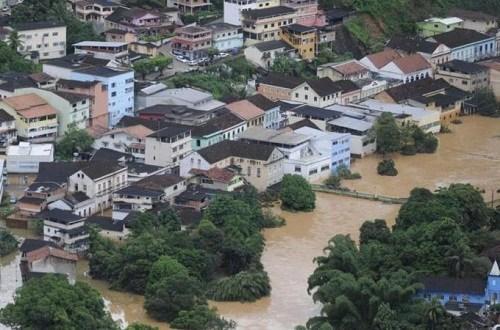 巴西东南部地区遭暴雨袭击。