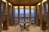 在金箔泳池里远眺山谷 玩转全球山顶酒店