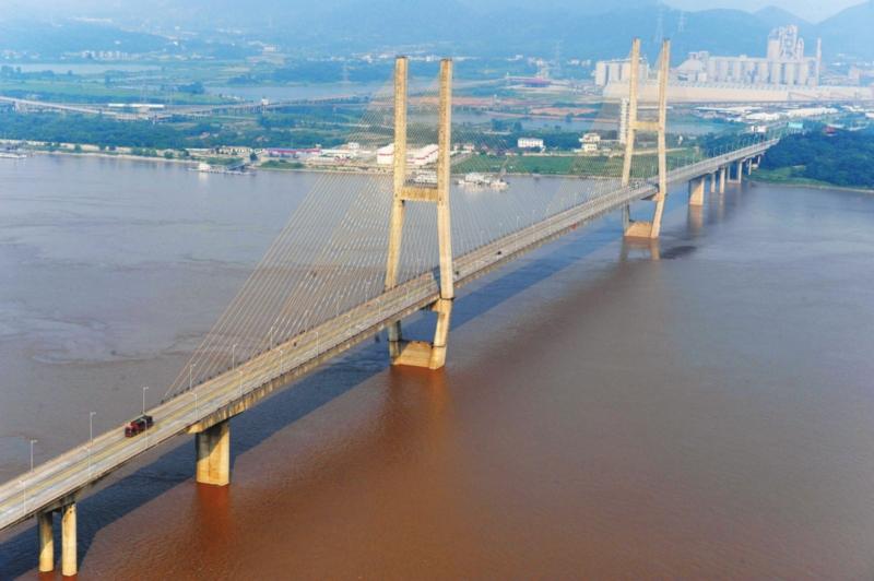 当地车主希望效仿芜湖长江大桥对本地小车免通行费
