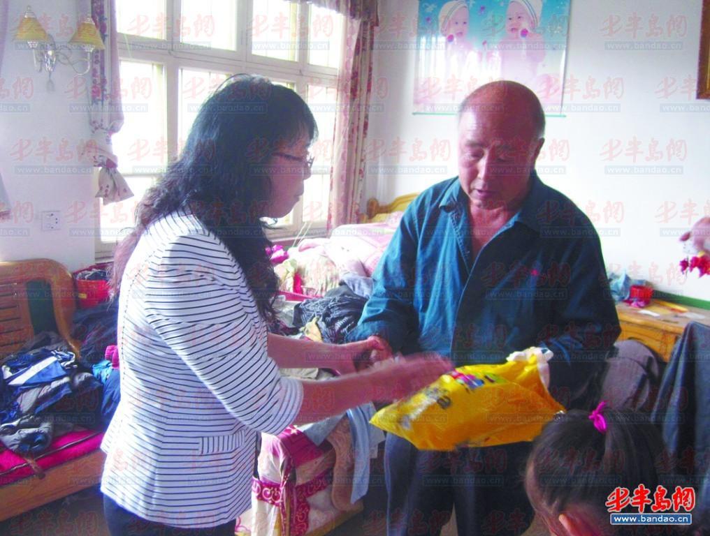 中国 爱心妈妈/爱心妈妈资助困难家庭。资料照片