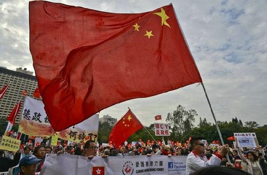 港独组织曾烧解放军军旗 用侵略者语言称呼中国