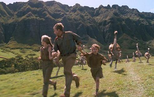 科学家研究称恐龙奔跑时速竟不足以追赶人类,韩国网友表示不可思议。电影《侏罗纪公园》截图