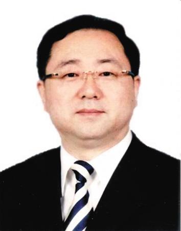 闫石 1962年6月出生,沈阳市卫生局局长,曾先后在辽宁省委党校、沈阳市政府经济体制改革部门等部门工作。