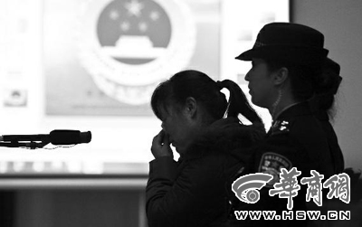 被告人张淑侠在庭审时几度哽咽 本组图片由本报记者 黄利健摄