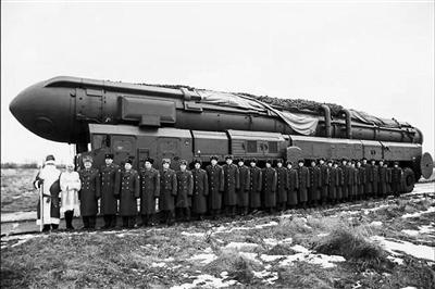 """俄罗斯副总理罗戈津日前在其个人社交网页上发布的""""战略导弹贺卡"""""""