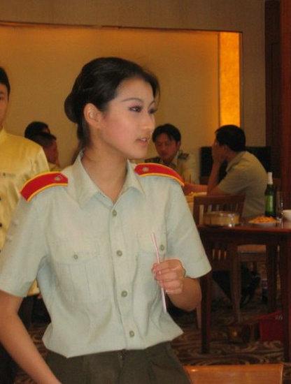 图:中国漂亮的女文艺兵.-解放军文职人员新证件今启用 不享受军