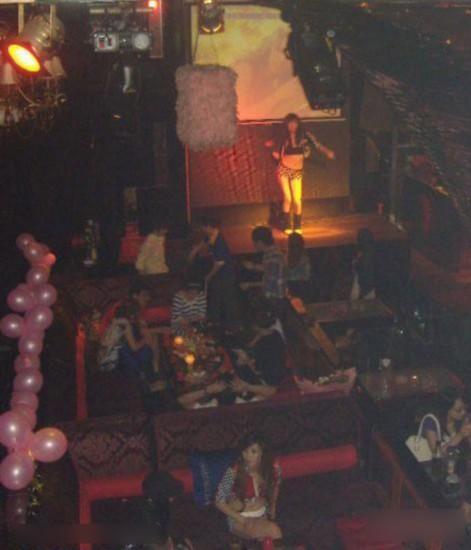 英国酒吧上演真实版的 午夜凶铃