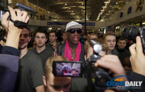 1月6日,美国退役篮球明星丹尼斯·罗德曼第四次赴朝鲜,称希望通过即将在朝鲜举办的篮球表演赛促成有关方与朝鲜的和谈。