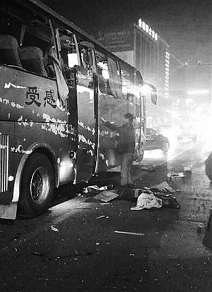 陕西蒲城大巴爆炸_陕西大巴爆炸案细节:有几个人被炸出车窗(图)-搜狐新闻