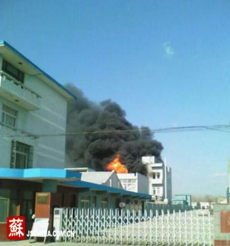 江苏海门一化工厂发生爆炸。
