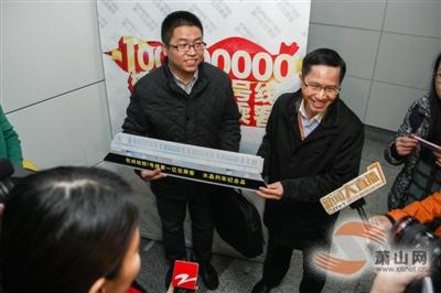 杭州地铁迎来第1亿位乘客(图)
