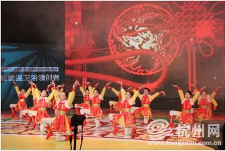 精锐教育代表队开场舞《吉祥》 舞意精湛 拉开了本次比赛的序幕