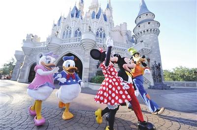 卡通人物亮相迪士尼乐园