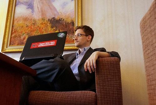 图:去年12月底,斯诺登在俄接受了《华盛顿邮报》的专访 互联网