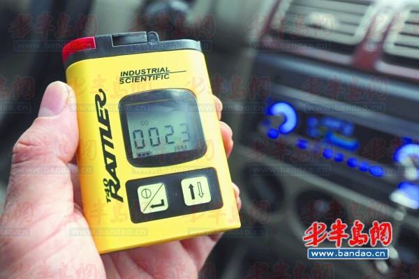 在空气污浊的地下停车场,老富康车内空调启动后一氧化碳浓度为35,仪器
