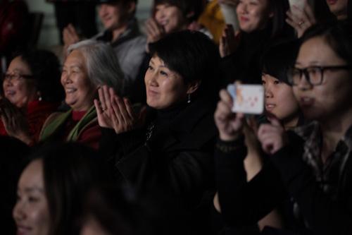 张凯丽观看《妈妈咪呀!》中文版