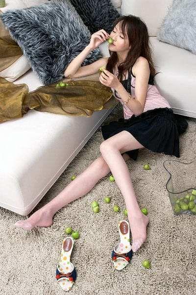 瘦瘦的唐嫣,美腿很是纤细