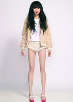 袁泉也有一双又长又细的美腿
