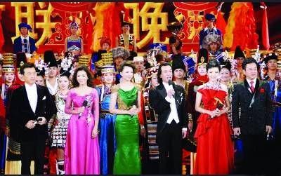 2011年兔年春晚主持人阵容:张泽群 朱迅 董卿 李咏 周涛 朱军-赵薇