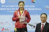 图文:[总决赛]刘诗雯4-2丁宁夺冠 获得冠军