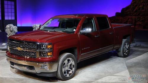 盖世汽车讯 综合外电报道,通用汽车日前宣布,将在北美地区召回37万辆皮卡车型,原因是部分车辆的发动机舱出现起火事故。