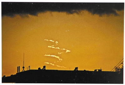 """五台县宣传部工作人员王光宏称县政府建公园时,""""法事""""刚做完,西方天空出现一条""""龙"""",他用相机拍了下来。但多名当地居民称,所谓""""龙""""其实就是云。"""