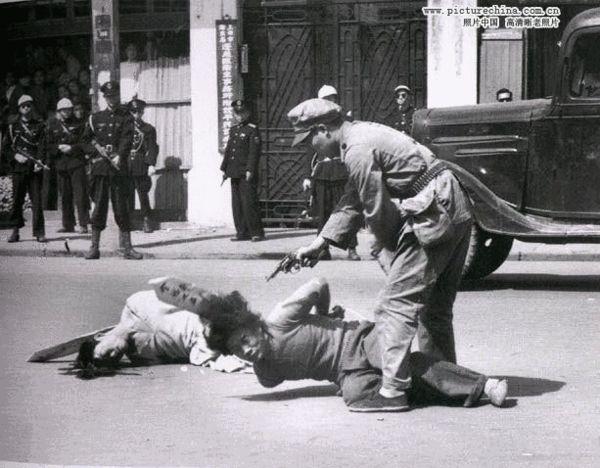 """蒋经国""""上海打老虎""""公开处决奸商(图)"""