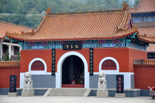 北京西北凤凰岭山下的龙泉寺