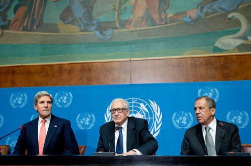 1月13日,联合国-阿拉伯国家联盟叙利亚危机联合特别代表卜拉希米在巴黎参与有关叙利亚问题国际会议准备事宜的会谈,会后与美、俄外长共同举行联合记者招待会。