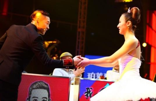 《中国喜剧星》导师曹云金 和 选手