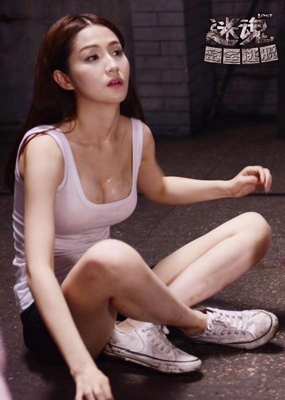 """在蓝燕的新片《密室逃脱》里蓝燕变身""""G奶""""。"""