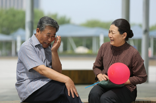 """李文启遭遇疯狂老太""""女追男"""""""