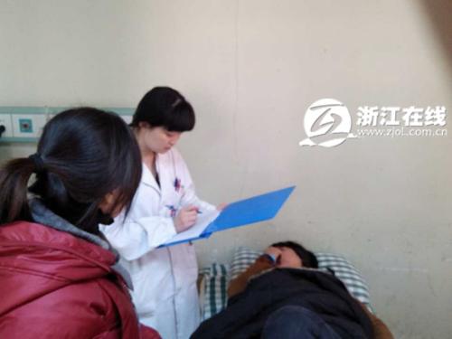 孕妇接受救治
