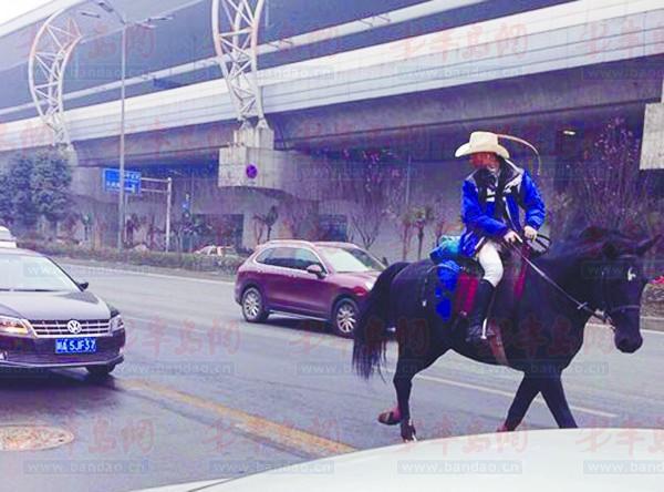 骑马回家_马术冠军骑马去丈母娘家过年 因买不到车票(图)-搜狐体育