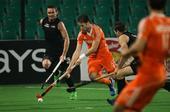 图文:世界男曲联赛荷兰夺冠 比赛中带球突破