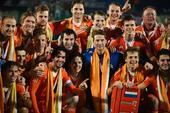 图文:世界男曲联赛荷兰夺冠 夺得冠军后合影