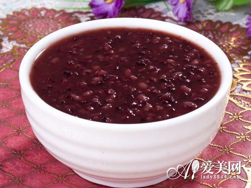 黑木耳红枣粥的做法_养颜先补血 3种黑色食物 让你血气充足(组图)-搜狐滚动